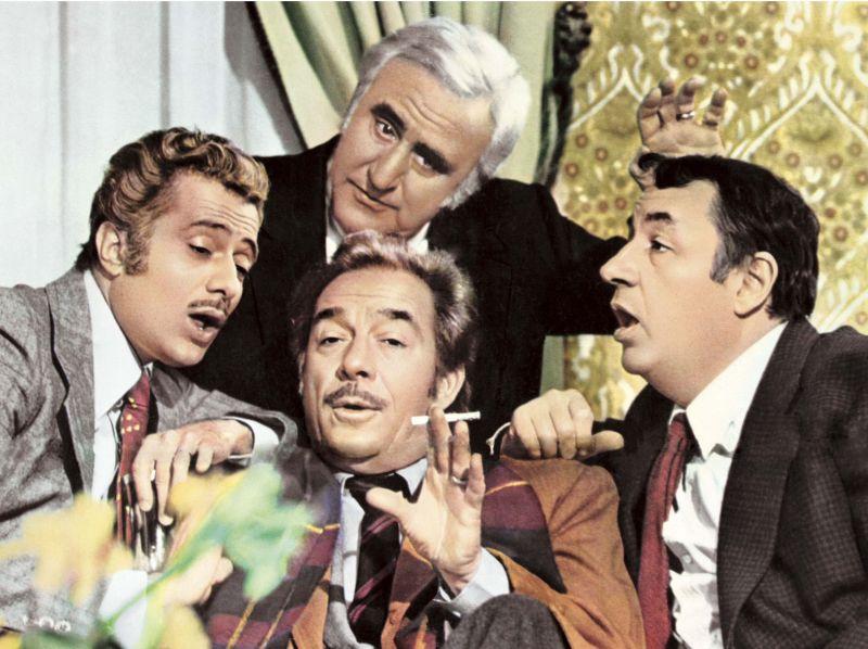 """""""Amici Miei"""" - comédia italiana de 1975.  Conta a história de quatro fiorentinos, amigos inseparáveis de infância, que enfrentam a crise dos 50 com pegadinhas e brincadeiras sem fim."""