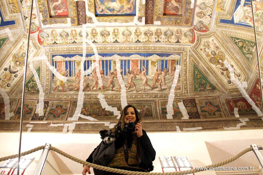 Surpresa boa! A maioria dos museus de Ferrara (com exceção do Palazzo dei Diamanti) é pet friendly! Cachorros de pequenos porte podem entrar dentro de bolsas. Foi a primeira vez que a Lua entrou num museu!
