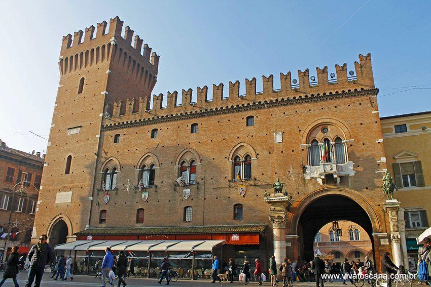 Palazzo Comunale, em frente à Duomo de Ferrara.