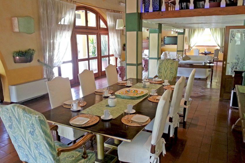 villa-gaudia_area-jantar