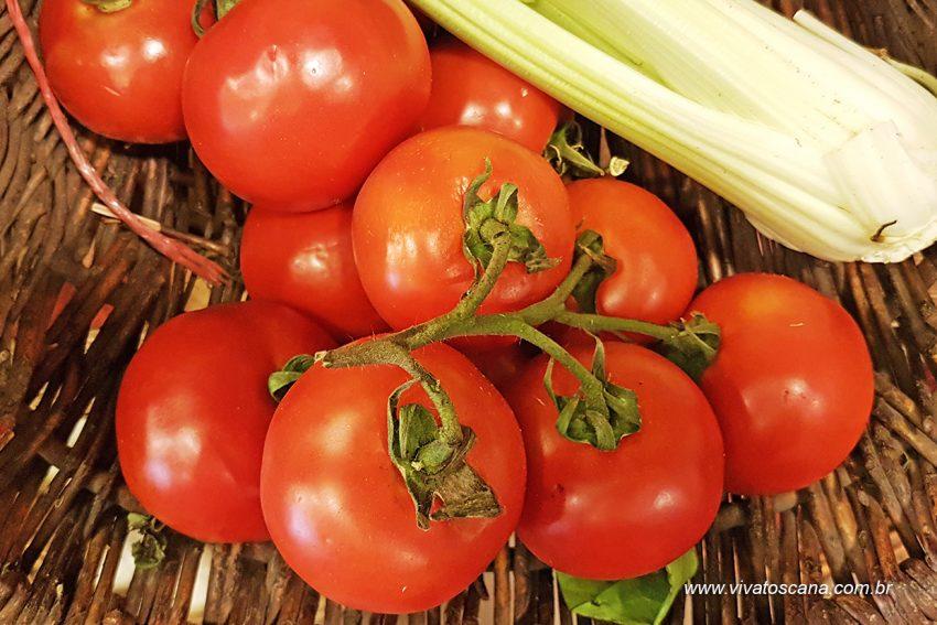 pomodori-rossi-a-grapolo