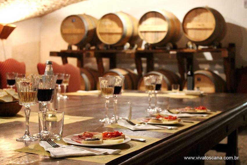Degustação de vinho e produtos típicos dentro da cantina!