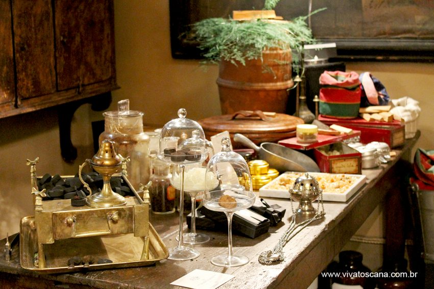 Mesa dos incensos
