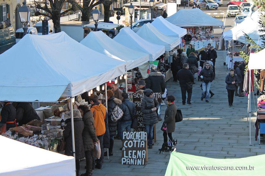 Feira de artesanato e gastronomia (quase) todos os domingos na Piazza Mina da Fiesole